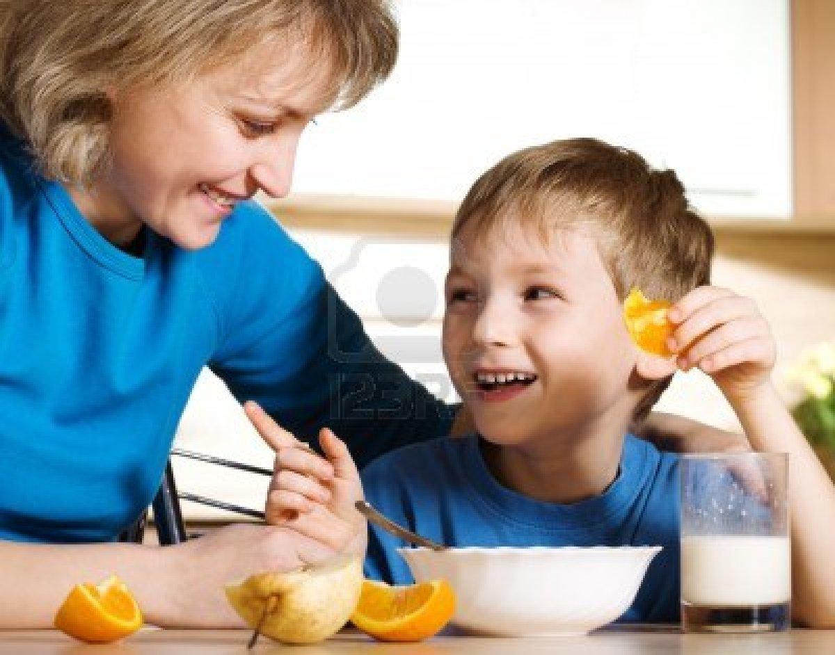 Сын с матерью на кухне 29 фотография