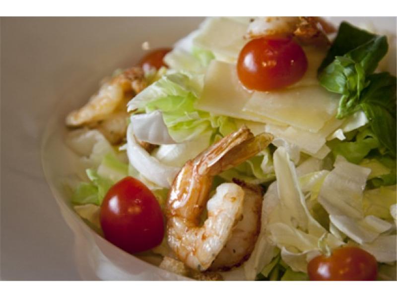 3_caesar salad con pollo e gamberi