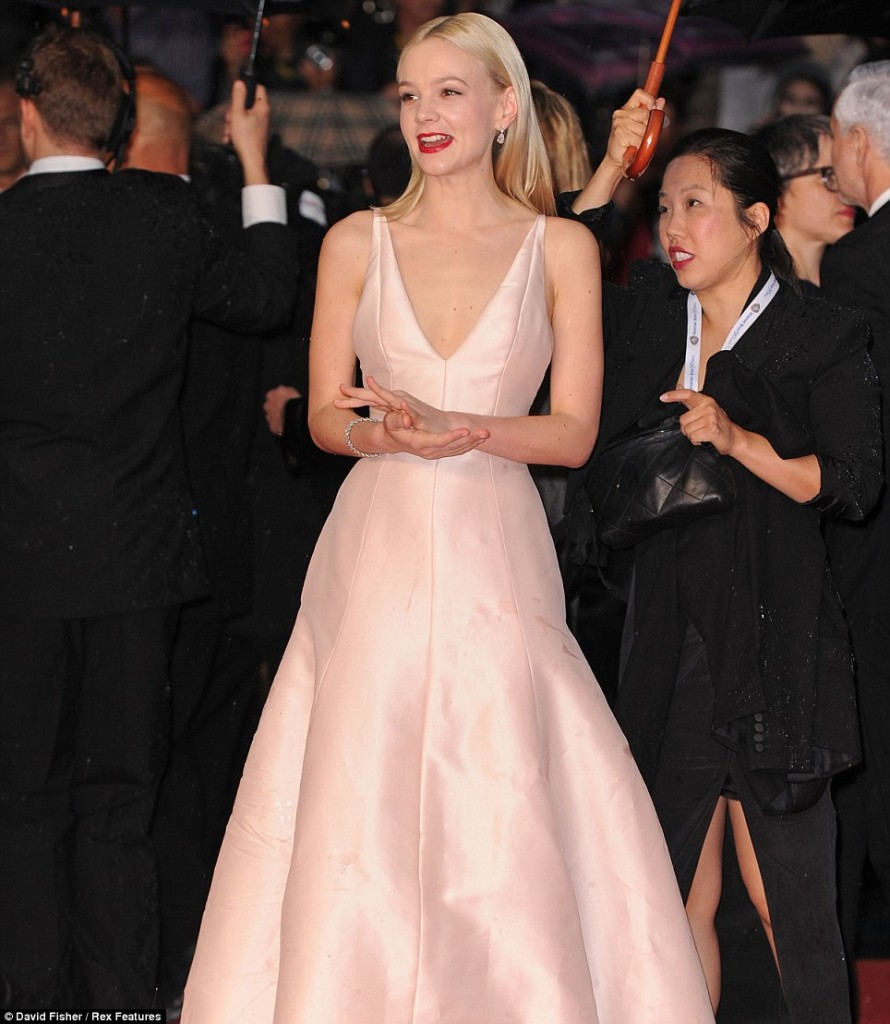 6_Carey-Mulligan-2013-Cannes-Film-Festival-The-Great-Gatsby-Premiere-in-Christian-Dior-Couture-dress