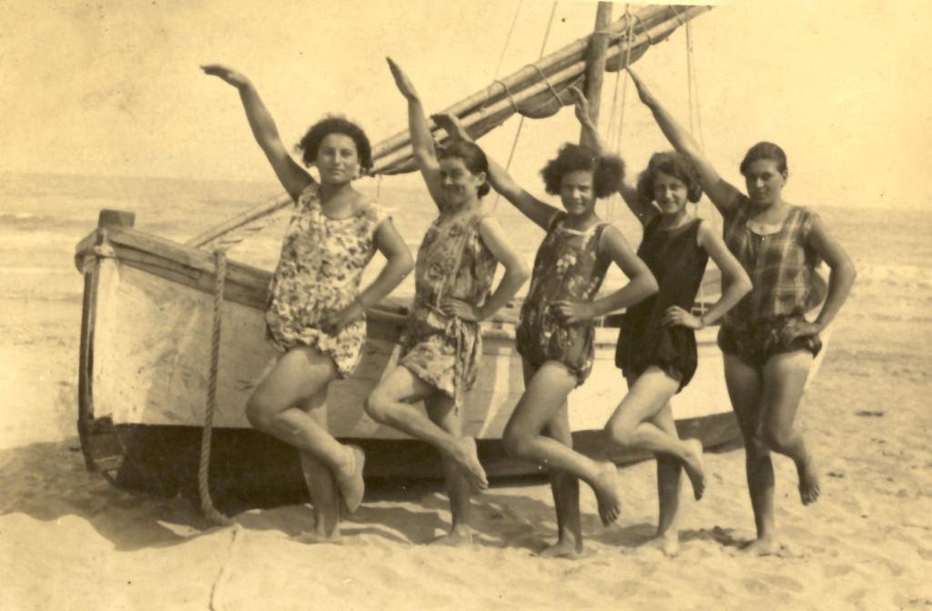 casalborsetti-donne saluto mare