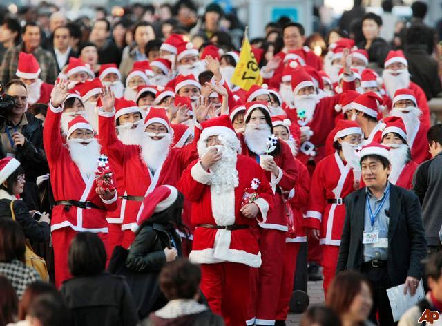 japan-santa-claus-2008-11-26-2-4-59