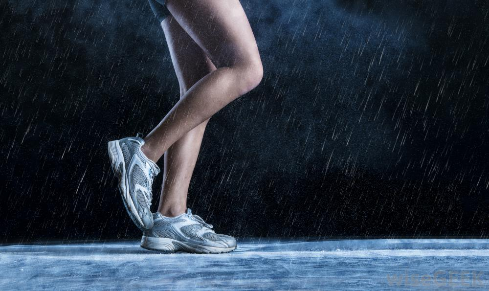 jogging-feet-in-the-rain