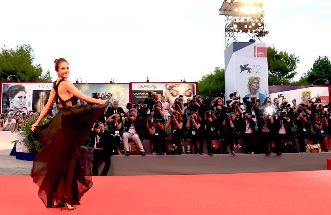 alessandra-ambrosio-venezia-red-carpet-spotlight-1150x748