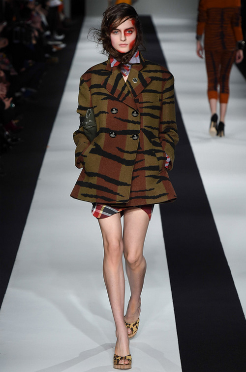 double-breasted-jacket-with-animal-print-2015-16-viviennewestwood