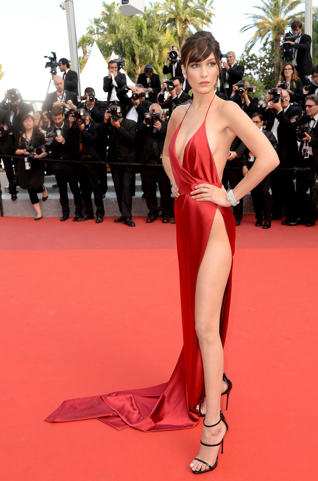 bella-hadid-cannes-2016-red-carpet