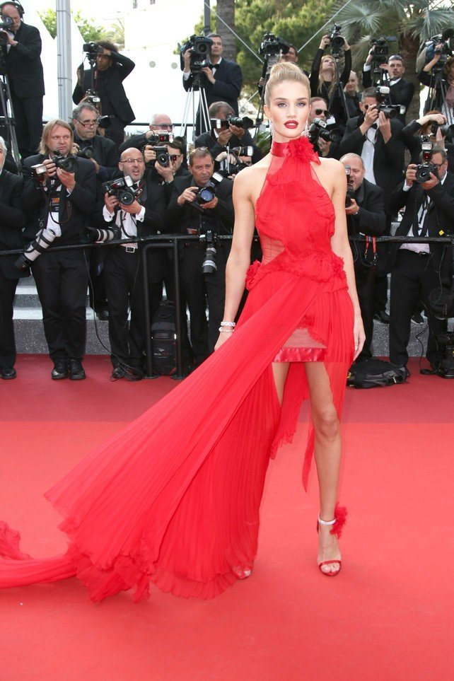 rosie_huntington-whiteley_en_la_alfombra_roja_de_cannes