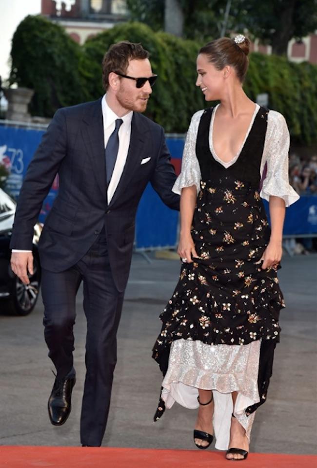 MICHAEL FASSBENDER, ALICIA VIKANDER Alicia Vikander in Louis Vuitton con gioielli Bulgari The Light Between…