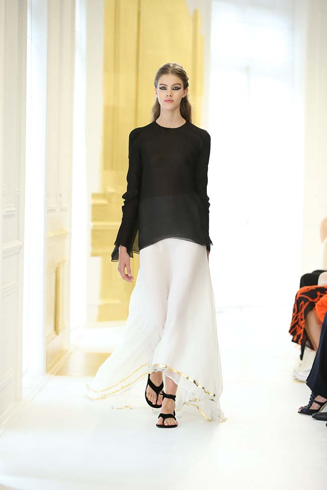 dior-haute-couture-fall-winter-2016-17_AW16-collection-dress-2-white-long-skirt-black-top