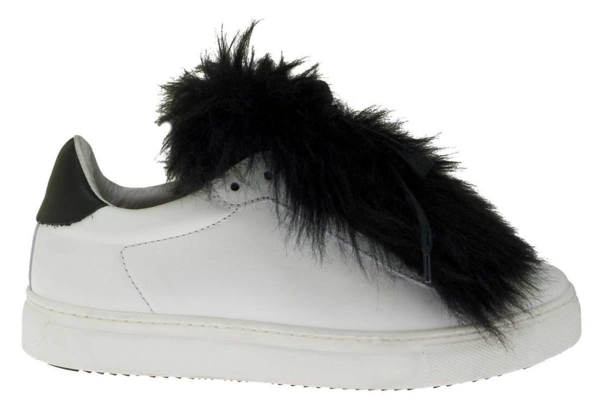 sneakers-bianche-con-pelliccia-nera